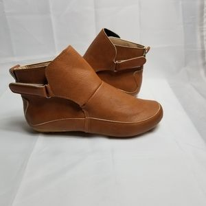 🌻 EUC Brown Hook & Loop Ankle Booties Size 38
